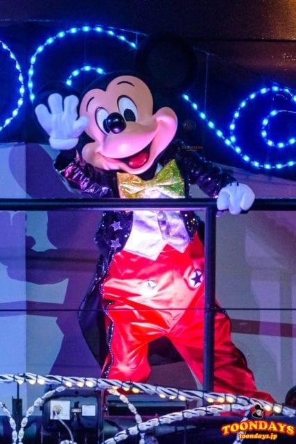 ファンタズミック!に登場する燕尾服のミッキーマウス