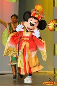 イッツ・ベリー・ミニー!『ボンファイアーダンス』衣装のミニーマウス