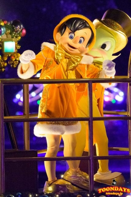カラー・オブ・クリスマスのピノキオ