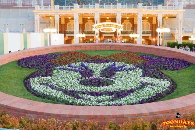 『ベリー・ベリー・ミニー!』のミニーマウスの花壇