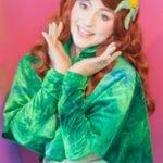 緑のケープを着たアリエル