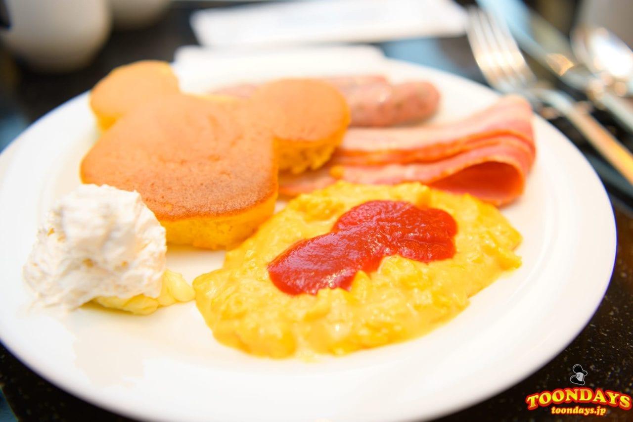 『シェフ・ミッキー 』はブッフェ(バイキング)スタイルの料理メニュー