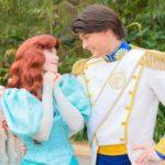 ドレス姿のアリエルとエリック王子がアリエルのグリーティンググロットでペアグリーティング!