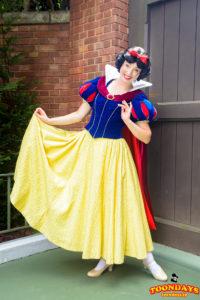ファンタジーランドでフリーグリーティングしている白雪姫