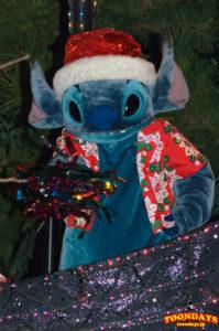 2014年まで行われた東京ディズニーランド・エレクトリカルパレード・ドリームライツのスティッチ(クリスマス衣装)