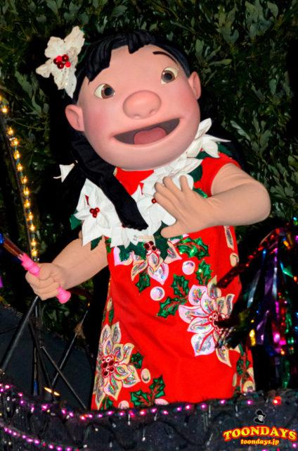 東京ディズニーランド・エレクトリカルパレード・ドリームライツのリロ(クリスマス衣装)