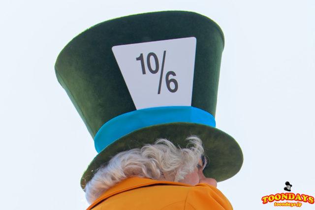 マッドハッターの帽子の数字『10/6』の意味は?