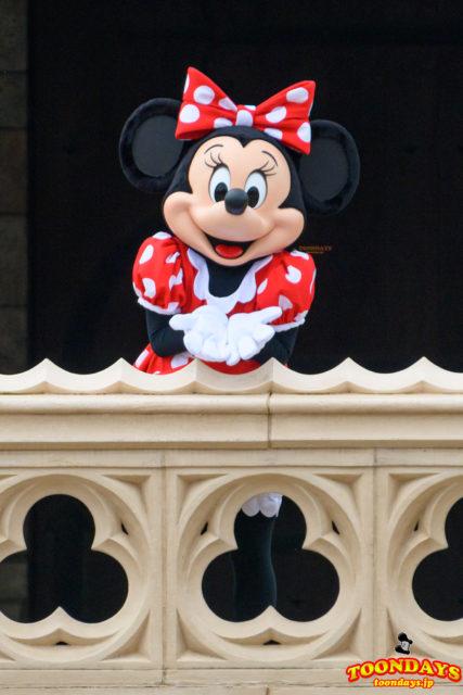 シンデレラ城前グリーティングのミニーマウス