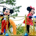 【総まとめ】ミッキーたちがパレード形式でグリーティング!再開した東京ディズニーランドの『ソーシャルディスタンスを守ったご挨拶』