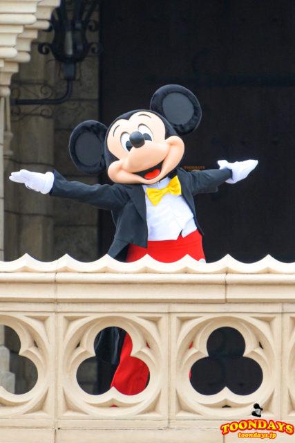 シンデレラ城前グリーティングのミッキーマウス